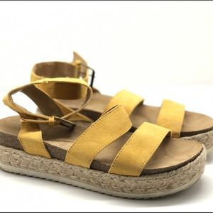 Universal thread espadrille sandals yellow 9 EUC